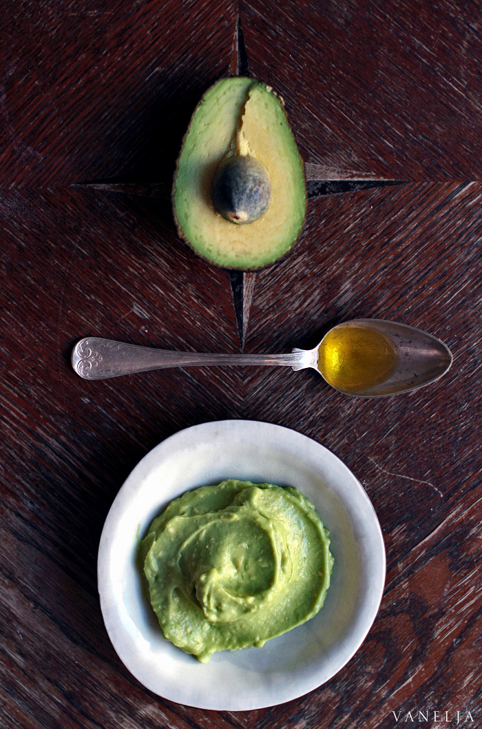 Moisturizing avocado mask