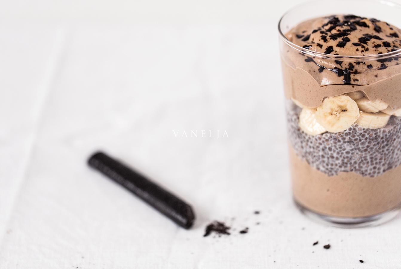 Lakritsinen suklaasmoothieparfait