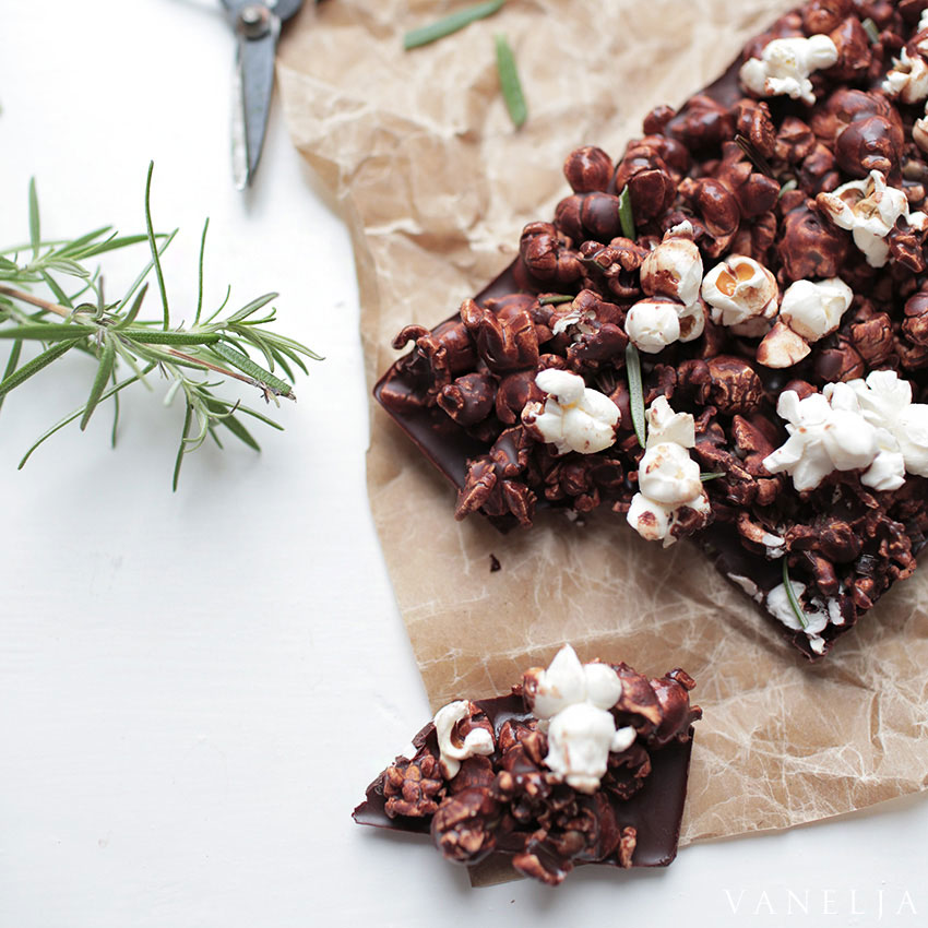 Raw popcorn chocolate